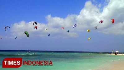 The Exotic Waves of Tabuhan Beach Banyuwangi is so Perfect for Surfing