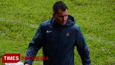 PSSI Appointed Simon McMenemy as Senior National Team Coach