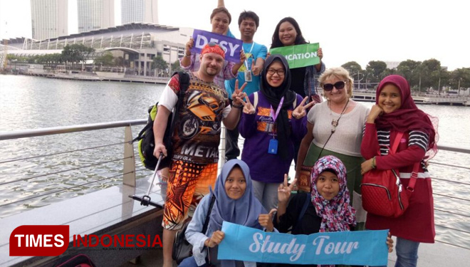 Fun Study Tour to Singapore with Desy Education