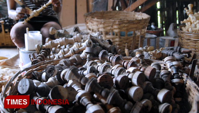 A Sneak Peek at the Chess Manufacturing Home Industry in Purwodadi