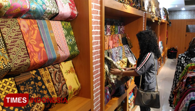 Galeri Batik Brawijaya at Batu City Souvenir Shop Becomes Tourists' Choice