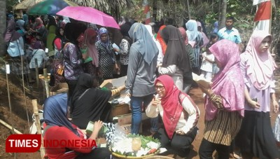 Festival Pecel in Purbalingga Serves 6000 Portions of Free Pecel Pincuk