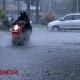 5 Tips Safety Riding di Musim Hujan