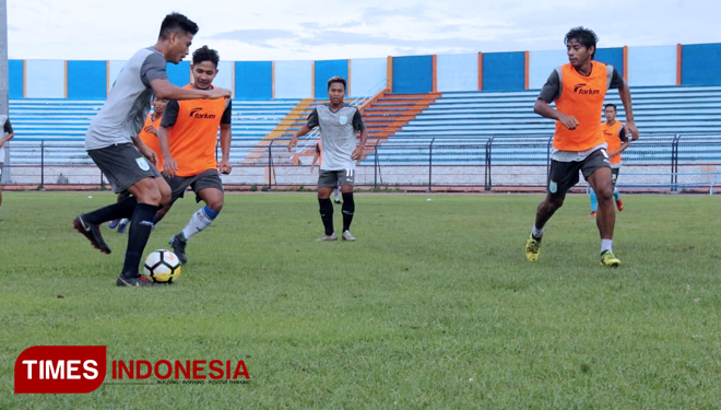 Latihan-Persela-2.jpg