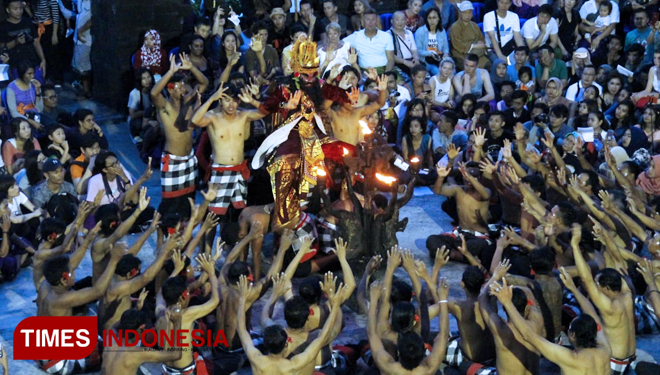 Tari Kecak Api di New Years Eve di Ubud Hotel & Cottages Malang