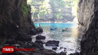 Cliff Diving at Goa Lowo Malang