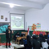 The Students of UIN Malang Ran Foreign Language Tutoring Program in Toyomarto