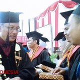 The Rector of UIN Malang Expressed His Hope to the Best Graduates