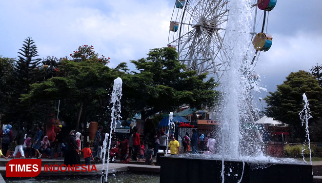 Alun-Alun Batu, a Suitable Place to Spend Your Family Time