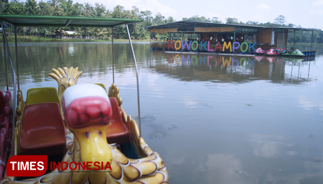 Cafe Apung Sumberpucung, A Unique Floating Cafe in the Middle of the Lake
