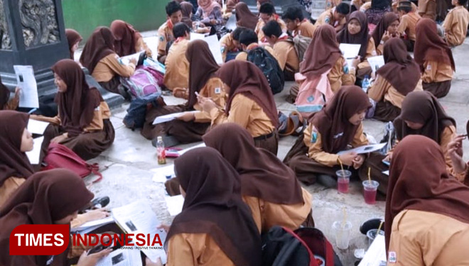 Kebun Binatang Surabaya Become an Alternative for SMP Khadijah to Conduct Their Outdoor Class