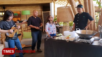 A Music Collabs Between Doddy Hernanto and Chef Maryadi Amazed the Visitors of Wanaku IndoAsian Cuisine
