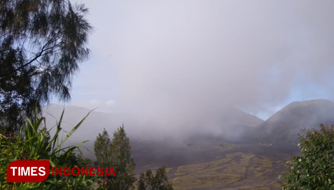 Mini Eruption at Bromo, Thin Ash Covered Several Area Around Bromo