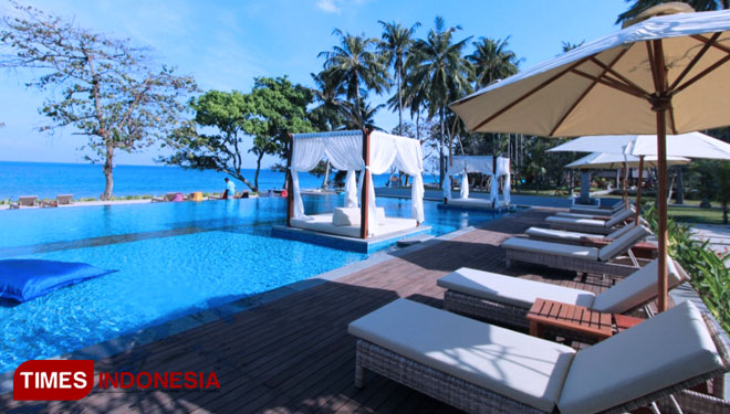 Holiday Resort Lombok S Pool For Public Here Is The