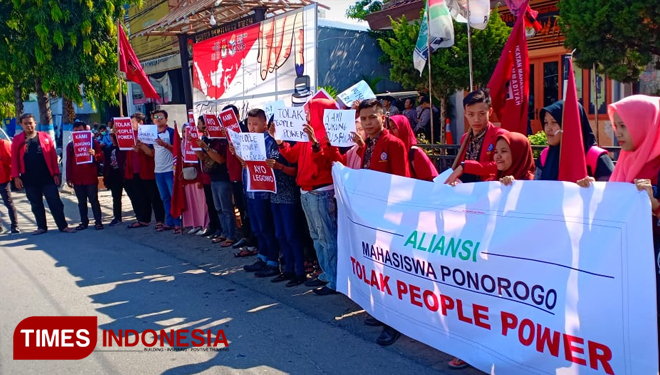 Aliansi Mahasiswa Ponorogo Tolak People Power