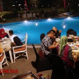 Enjoy Lovely Serenades at the Poolside Restaurant El Royale Kartika Wijaya Batu