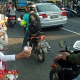 Little Act of Kindness, Hindus Youth Community Banyuwangi Share some Iftar Appetizer