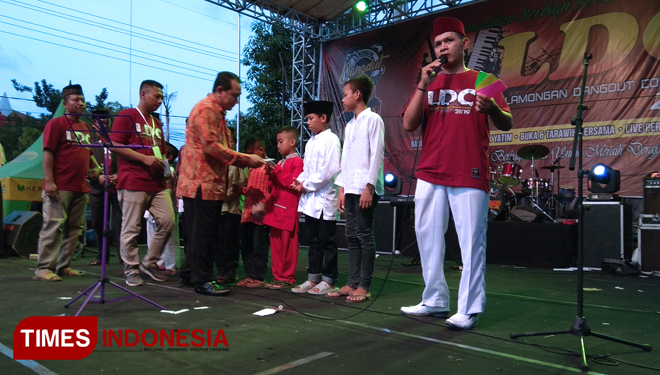 Lamongan Dangdut Community Entertained the Orphans at Ramadhan Market