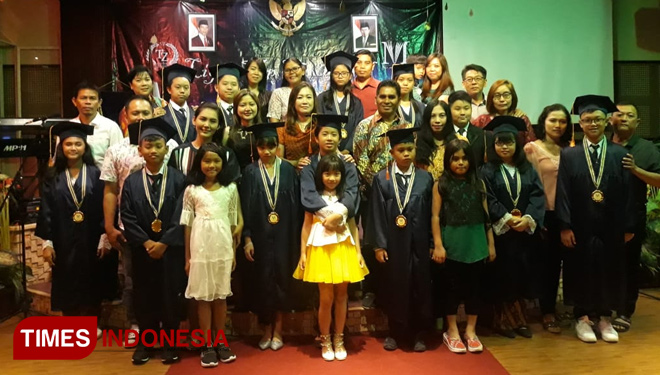"Bertajuk ""Light Up The World"", SD Menorah Banyuwangi Gelar Graduation Party Pertama"
