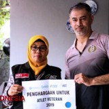 Tim Global Zakat-ACT Beri Penghargaan Legenda Voli Indonesia, Pascal Wilmar