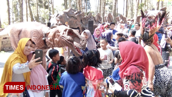 The Dinosaurs Show, a Wonderful Attraction at the Mojosemi Forest Park Magetan