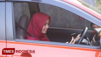 Rizky Aulia Hasyim, a College Student who Become a Grab Driver for Her College Tuition