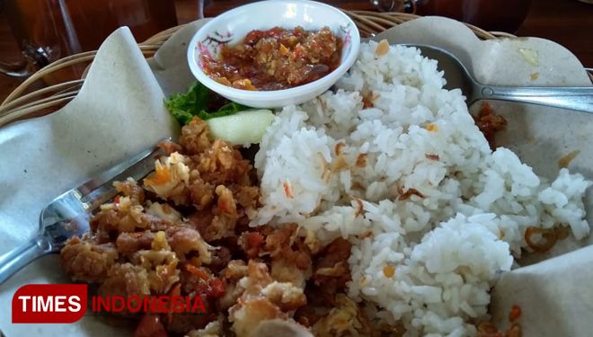 Prepare Your Self for The Super Spicy Ayam Geprek Kraksaan will Make You Cry Once You Bite it