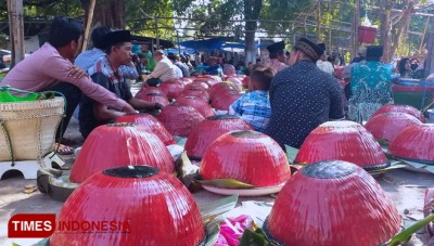 """Pesta Kuburan"" Madura, a Feast at the Graveyard"