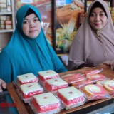 The red and white bread. (Picture by: Akmal/TIMES Indonesia)