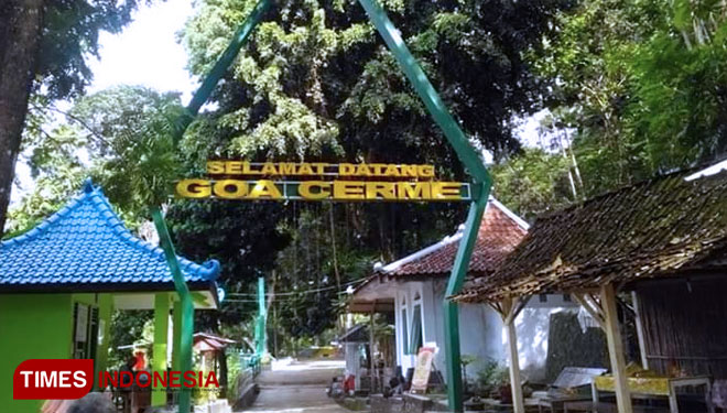 Enjoy the Beauty of Yogyakarta at Night from the Goa Cerme