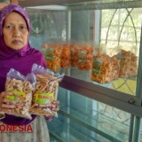 Taste the Exotic Crispy Opak Gambir, The Indonesian Egg Rolls in Blitar