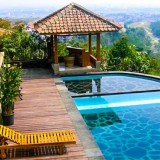 Enjoy Your Vacation with Fams in a Luxury Villa by Traveloka