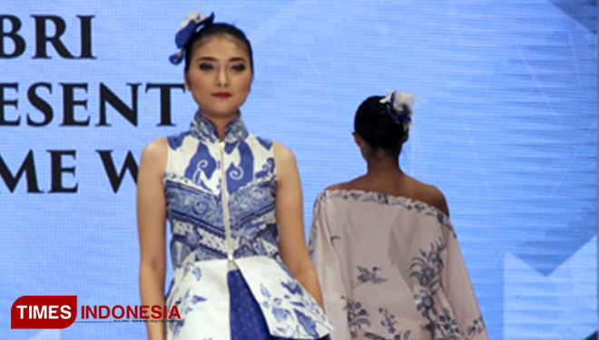 Fashion-Show-oleh-BRI-Madam-Wang-2.jpg