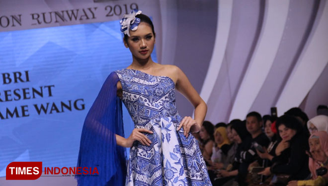 Fashion-Show-oleh-BRI-Madam-Wang-q.jpg