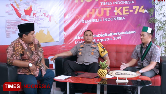Republik Gus Bay : Demokrasi dan Demonstrasi