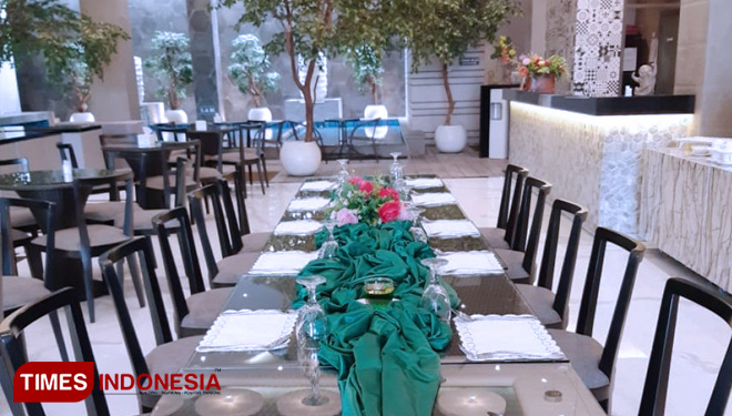 Rooftop Delobby Suite Hotel Batu Shows the Beautiful City View