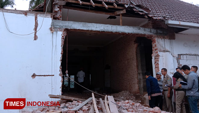 The Disparbud Malang will Check on the Private Residence of Bung Tomo which Being Renovated