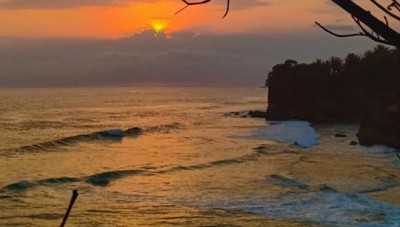 The Beautiful Sunset on Nganteb Beach will Accompany You on Malang Beach Run