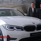 The All New BMW 3220i Generasi Kedua Legenda Sedan Sport Hadir di Surabaya