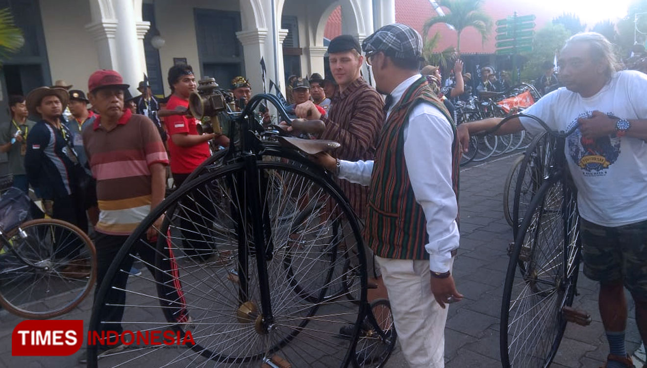 Thousands of Old Bike Lovers Joining the Jogja Onthel Republik II