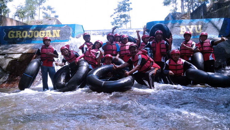 Pekalen Fun Tubing Maron Attracts the Travelers in Probolinggo