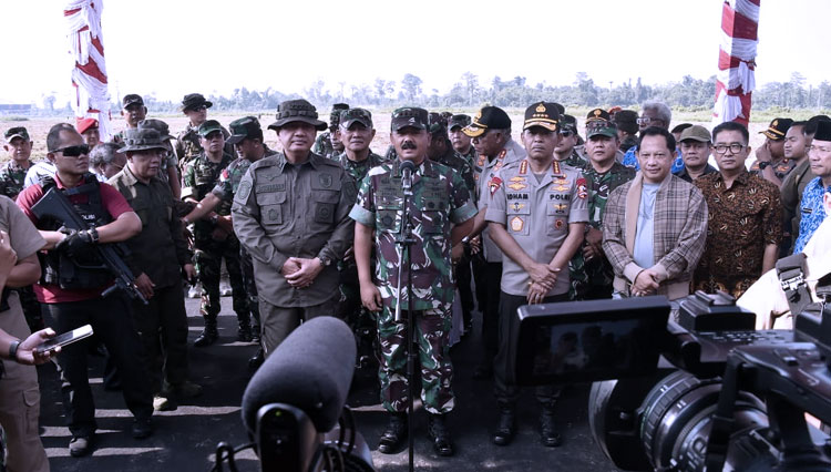 Hadi Tjahjanto, The Commander of Indonesian National Armed Forces and The Chief of Indonesian National Police, Police-General Idham Aziz.
