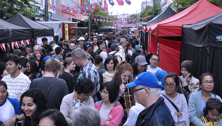 Indonesian Folk's Market at Wellington Got a Huge Attention from The Local Community