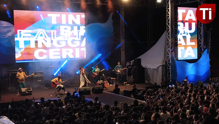 Fourtwnty, an indie band performance at the Epic 15th Anniversary Discovery Shopping Mall Bali. (Picture by: Imadudin M/TIMES Indonesia)