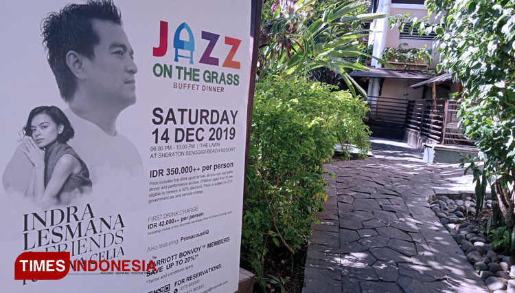 The poster of Jazz on the Grass Buffet Dinner is displayed at Sheraton Senggigi Beach Resort. (PHOTO: Anugrah Dany/TIMES Indonesia)