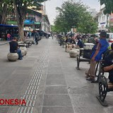 Enjoying Several Quiet Minutes in Malioboro of Yogyakarta