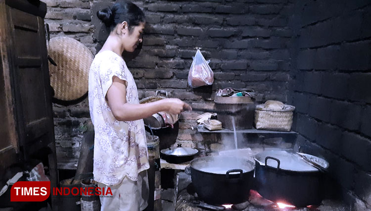 Check The Process of Making Palm Sugar Conventionally