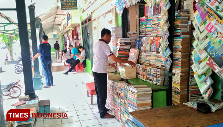 Bookworm Heaven: Pasar Buku Wilis Malang, Where You Can Get All the Book You Wanted