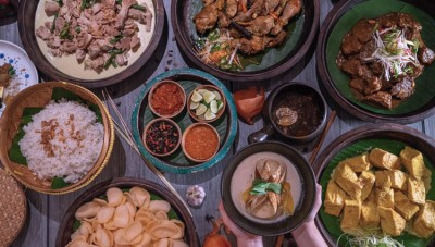 Have an Exquisite Dinner at Rijsttafel of Four Points Pakuwon Indah
