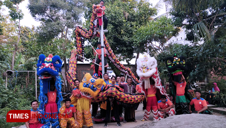 Spring Festival Wouldn't be Complete Without Lion and Dragon Dance